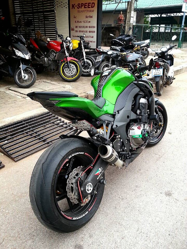 Kawasaki Z1000 do hap dan voi nhieu do choi hang hieu - 5