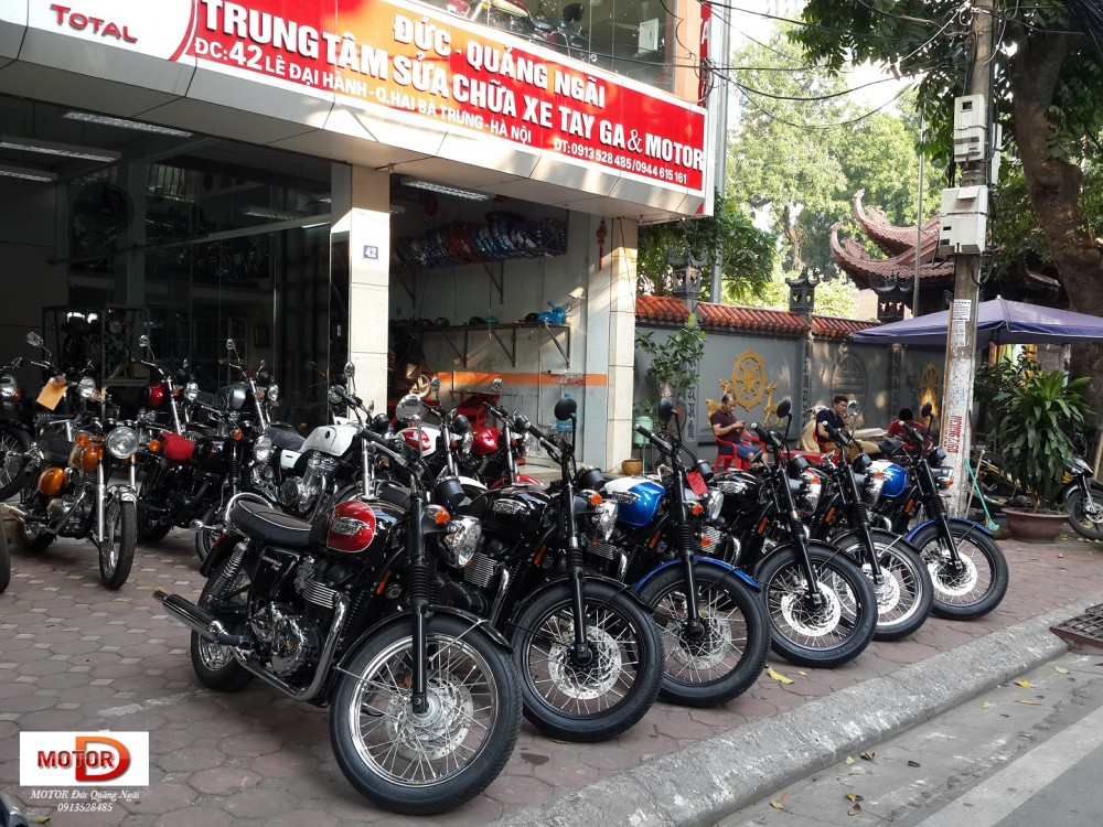 May em Triumph Bonneville vua ve doi