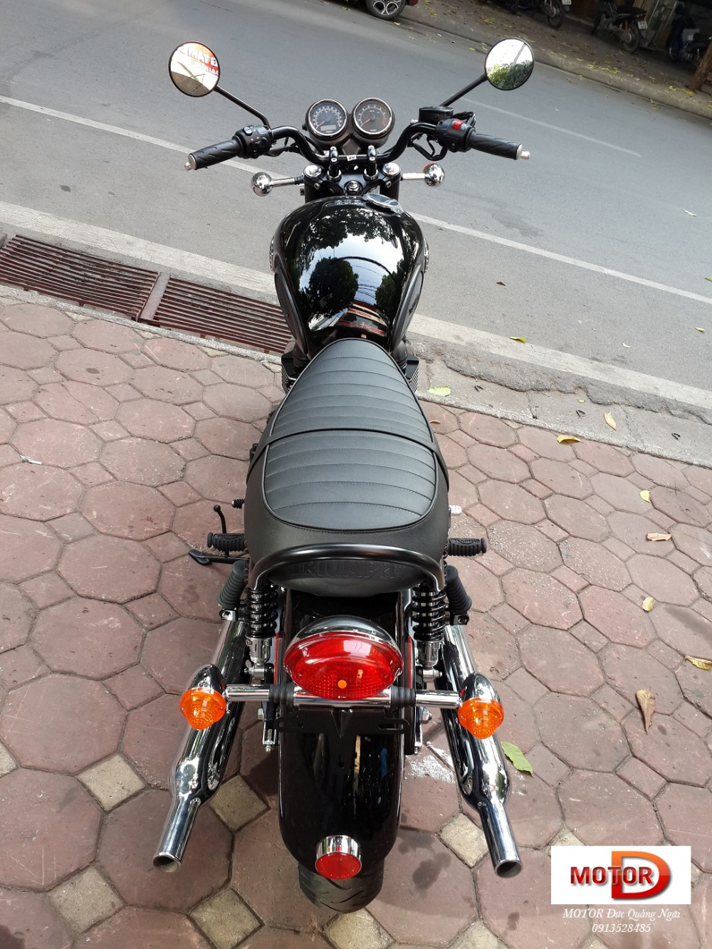 May em Triumph Bonneville vua ve doi - 9
