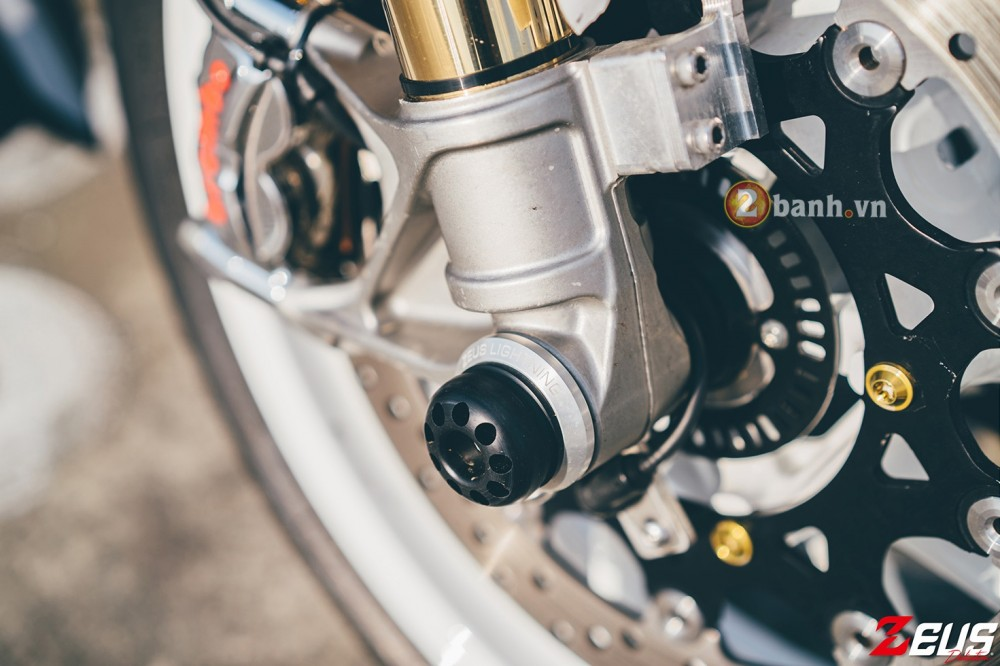 Phien ban do day hang hieu cua Yamaha MT07 - 12