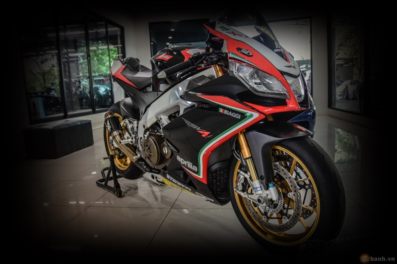 Aprilia RSV4 Factory do sieu chat voi phien ban Max Biaggi Replica - 2