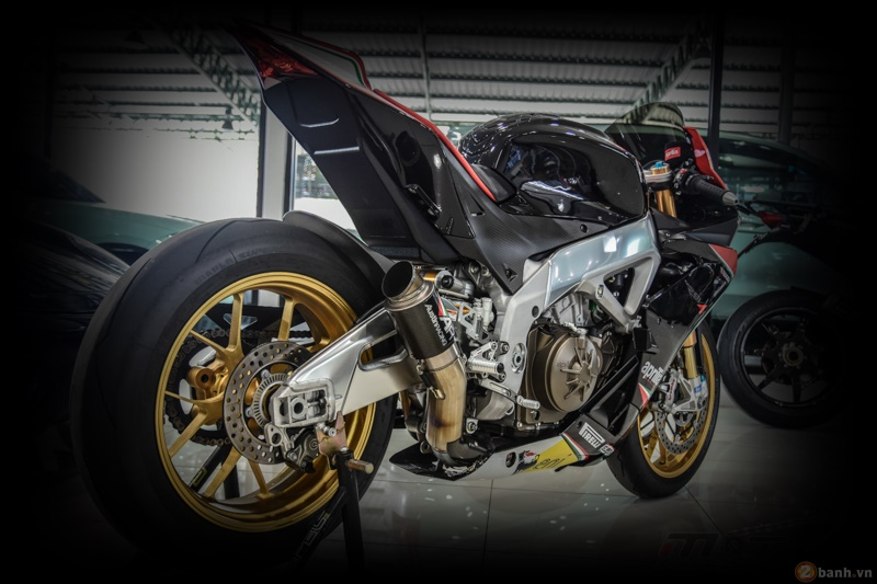 Aprilia RSV4 Factory do sieu chat voi phien ban Max Biaggi Replica - 21