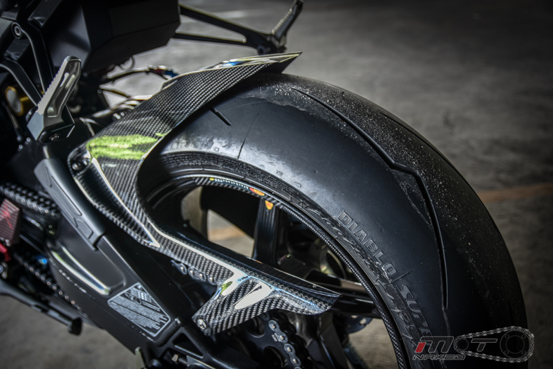 Can canh BMW S1000RR 2015 do khung voi phien ban Black step Racing Performance - 17