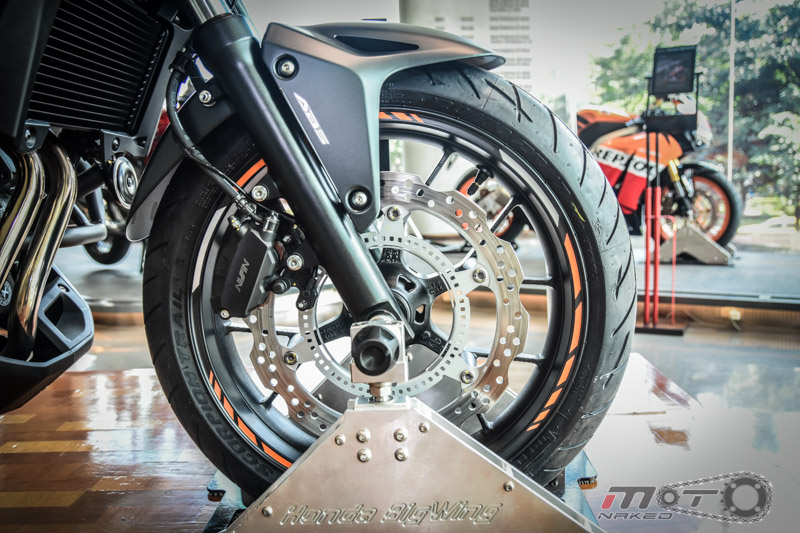 Can canh Honda CB500X 2016 mau adventure tam trung an tuong tai Motor Expo 2015 - 13
