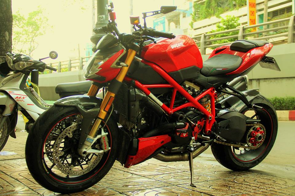 Ducati StreetFighter S day do choi cua dan choi Sai Thanh - 10