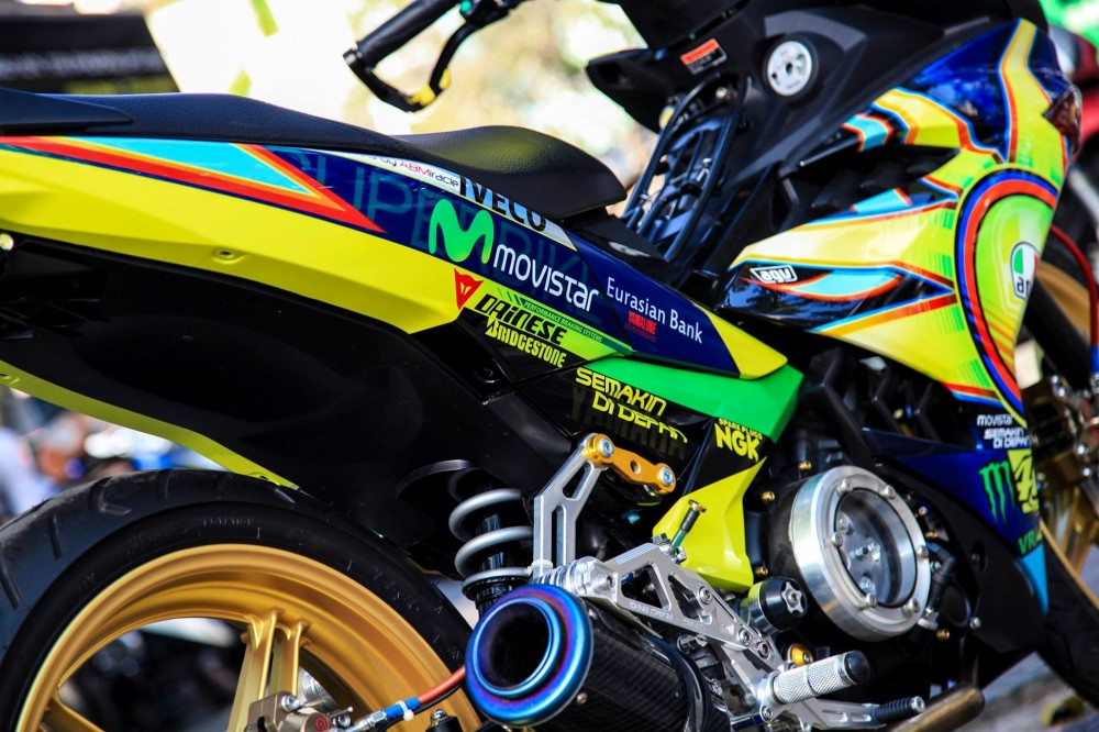 Exciter 150 do phong cach Rossi cua biker Thai Nguyen - 2