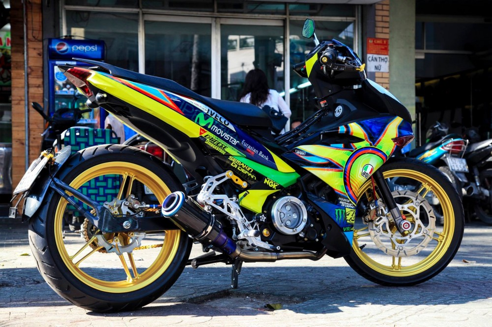 Exciter 150 do phong cach Rossi cua biker Thai Nguyen - 4