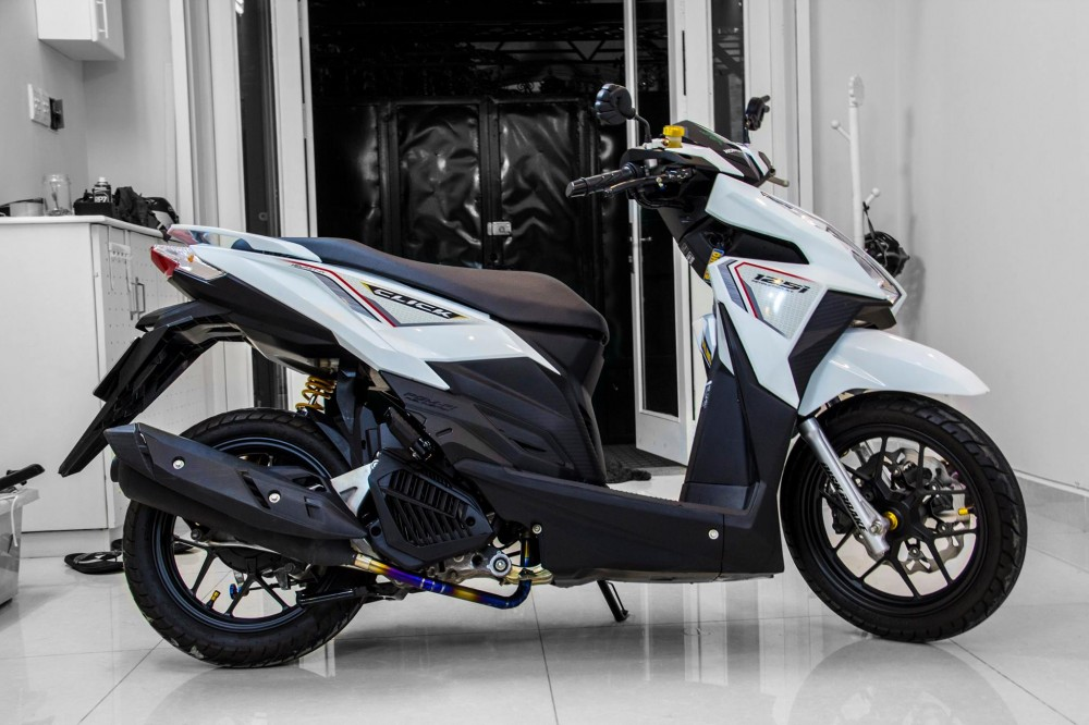 Honda Click 125i do noi bat cung dan do choi hang hieu