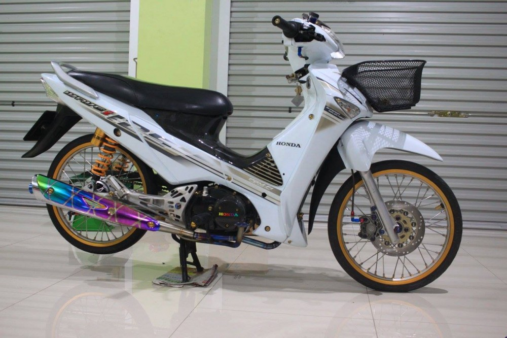 Honda Wave 125i do day chat choi cua biker Thai