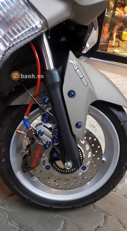 Yamaha NMax do nhe cung dan do choi day hang hieu - 5