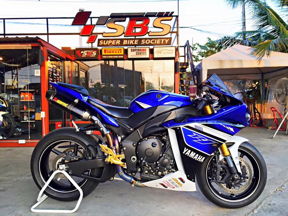 Yamaha R1 do nhe vai mon do choi noi bat tai Thai Lan