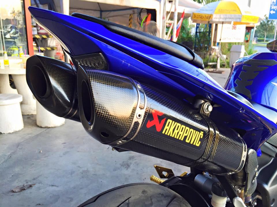 Yamaha R1 do nhe vai mon do choi noi bat tai Thai Lan - 8
