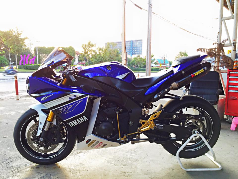 Yamaha R1 do nhe vai mon do choi noi bat tai Thai Lan - 10