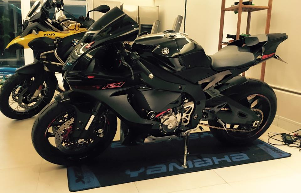 Yamaha R1 sieu ngau voi phien ban Black Red do
