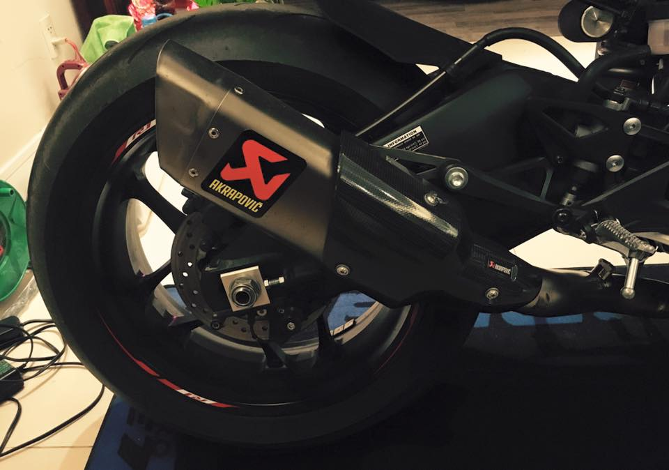Yamaha R1 sieu ngau voi phien ban Black Red do - 8