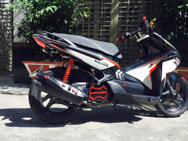 Honda Air Blade lot xac nho dan do xe - 4