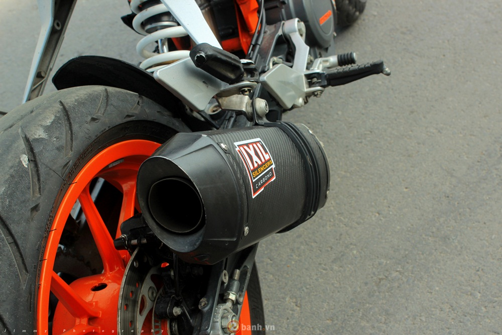 KTM Duke 390 tu tin do dang cung hot girl - 8