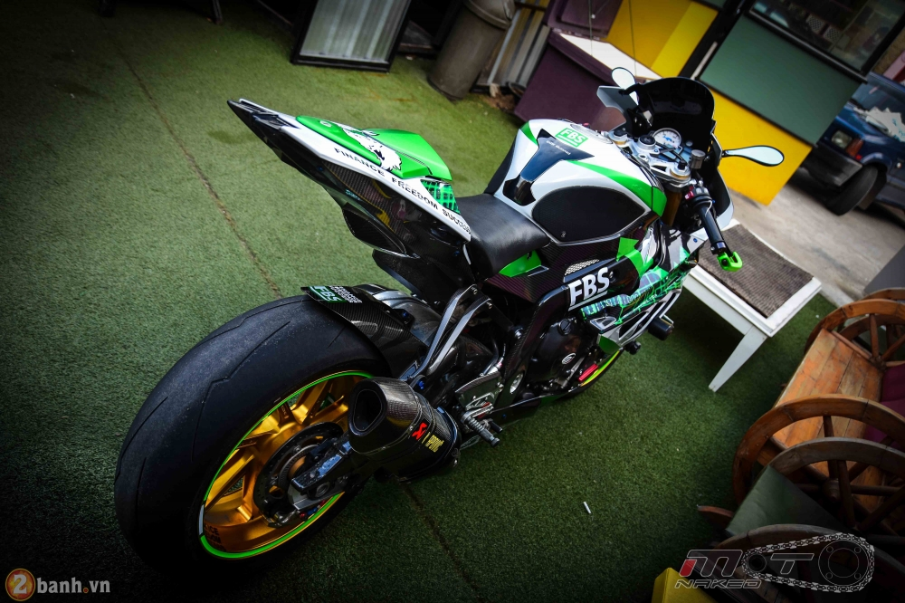 BMW HP4 day phong cach voi ban do Green Racing Performance - 2