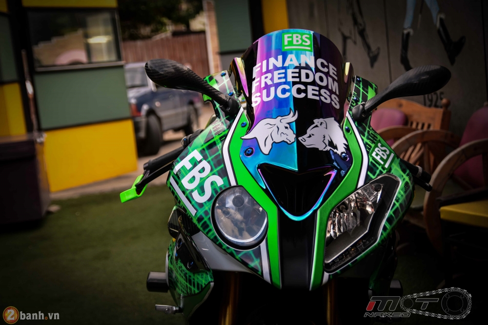 BMW HP4 day phong cach voi ban do Green Racing Performance - 4