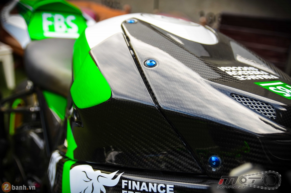 BMW HP4 day phong cach voi ban do Green Racing Performance - 12