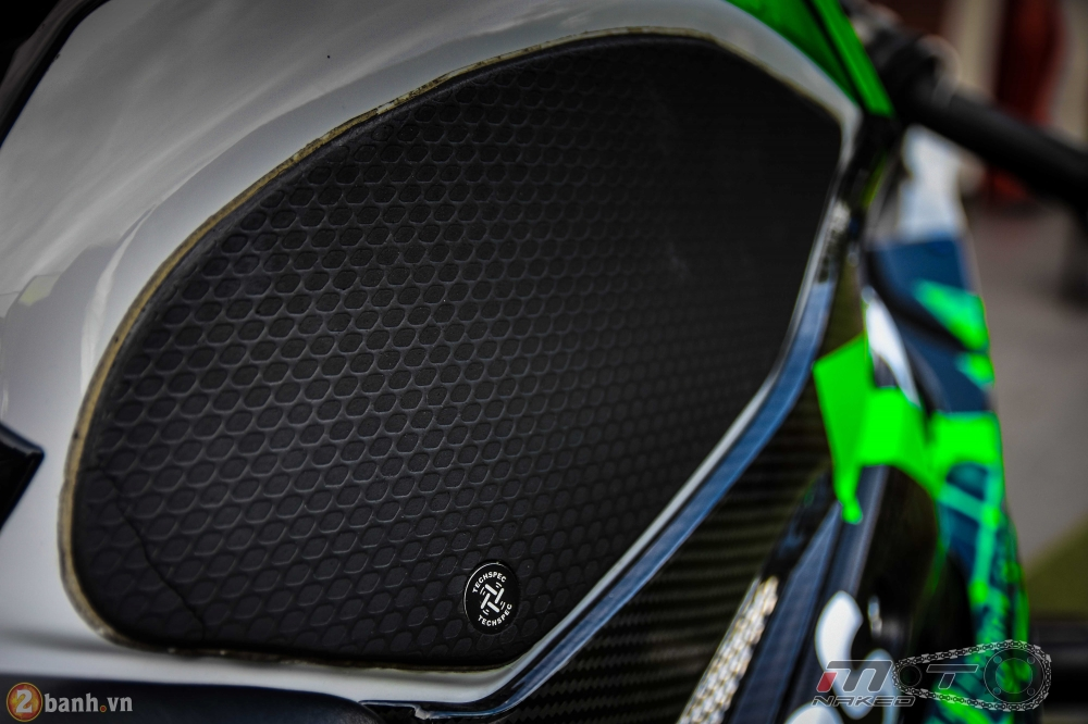 BMW HP4 day phong cach voi ban do Green Racing Performance - 14