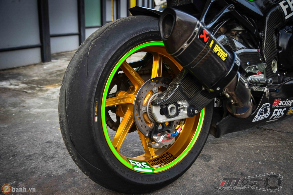 BMW HP4 day phong cach voi ban do Green Racing Performance - 22