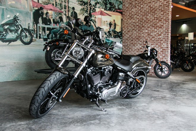 Can canh HarleyDavidson Breakout son thu cong co gia 13 ty ve Viet Nam - 4