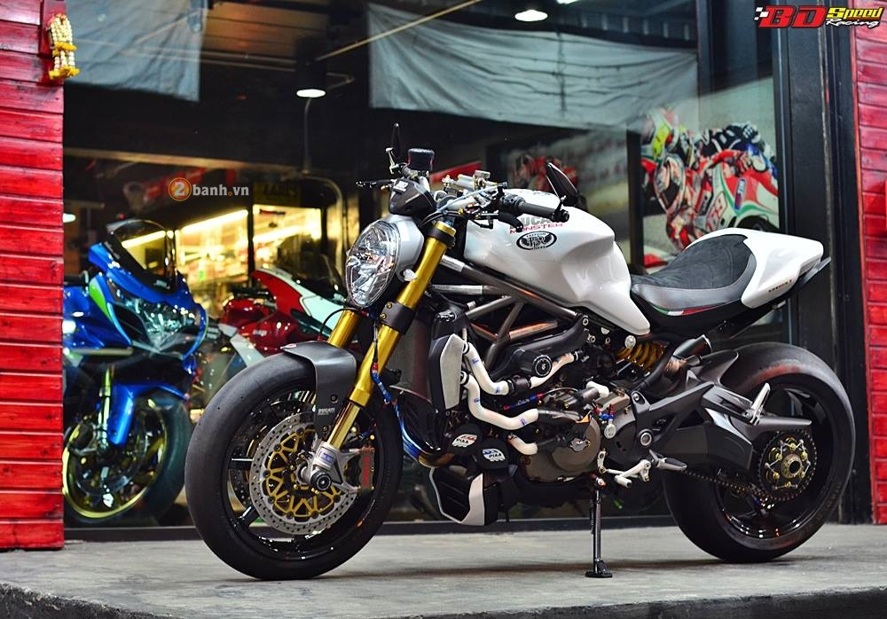 Ducati Monster 1200 do sieu khung voi loat do choi dat gia - 2