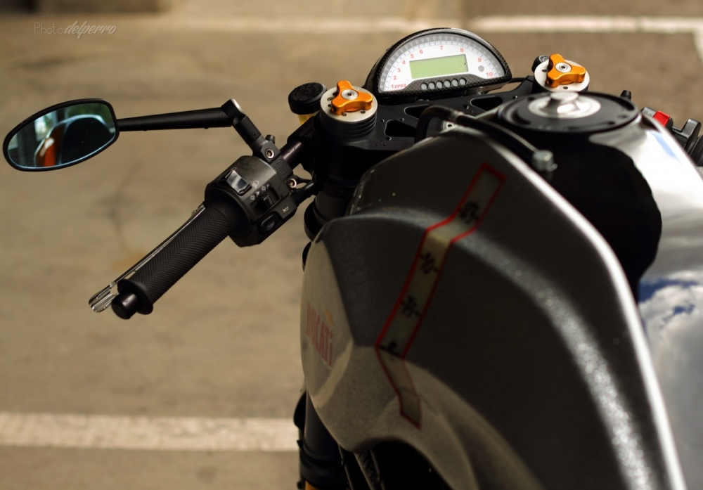 Ducati S2R 1000 do phong cach Cafe Racer - 4