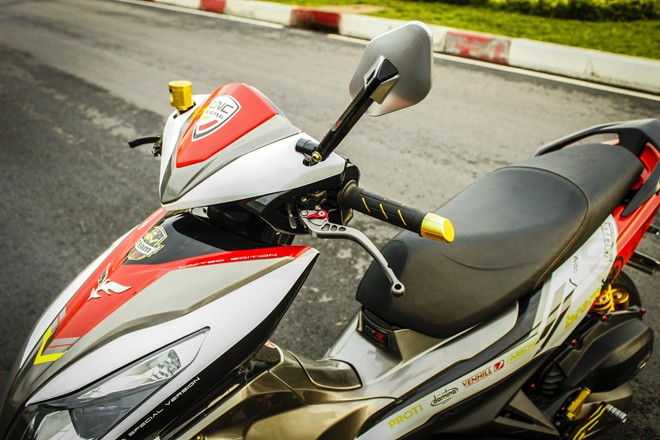 Honda Air Blade do noi bat o Sai Gon - 3