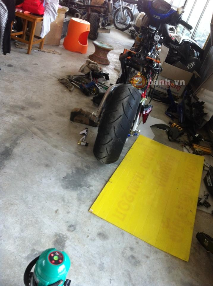 Chiec Exciter 150 do dan chan Aprilia RSV4 1000R tiep tuc co nhung hinh anh moi - 9