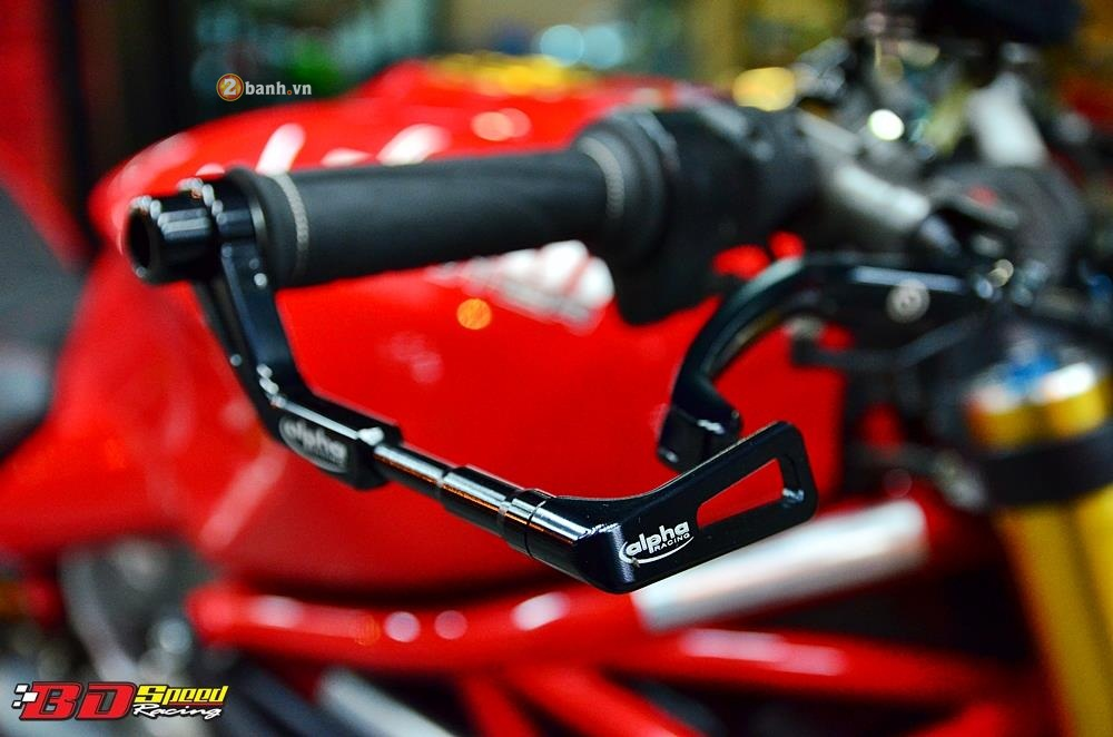 Ducati Monster 1200S muot ma voi dan do choi hang hieu - 4