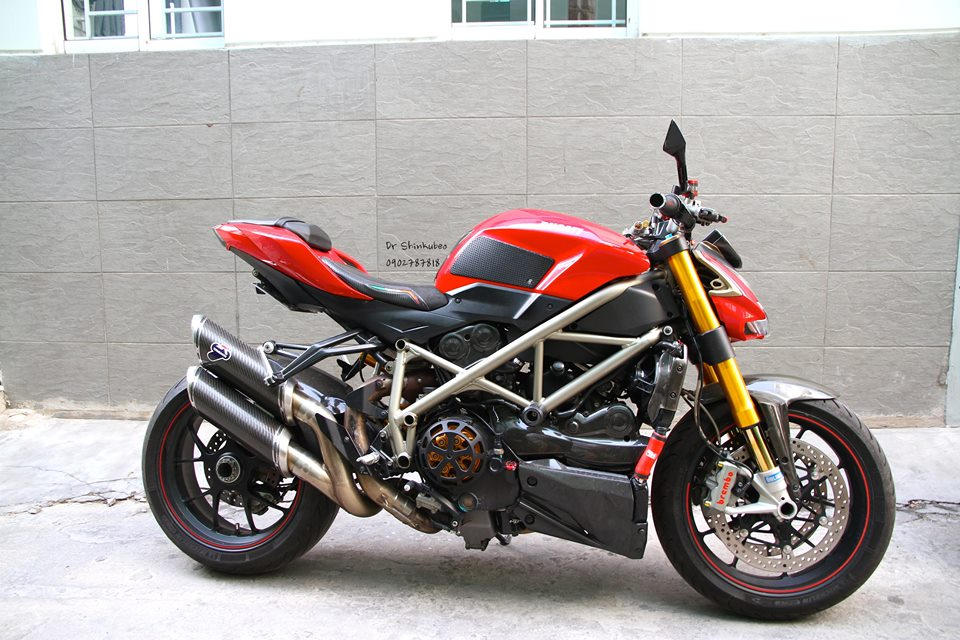 Ducati Street Fighter S ham ho voi ban do day du do choi khung - 4