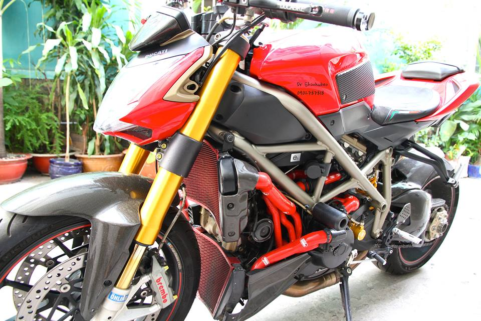 Ducati Street Fighter S ham ho voi ban do day du do choi khung - 6