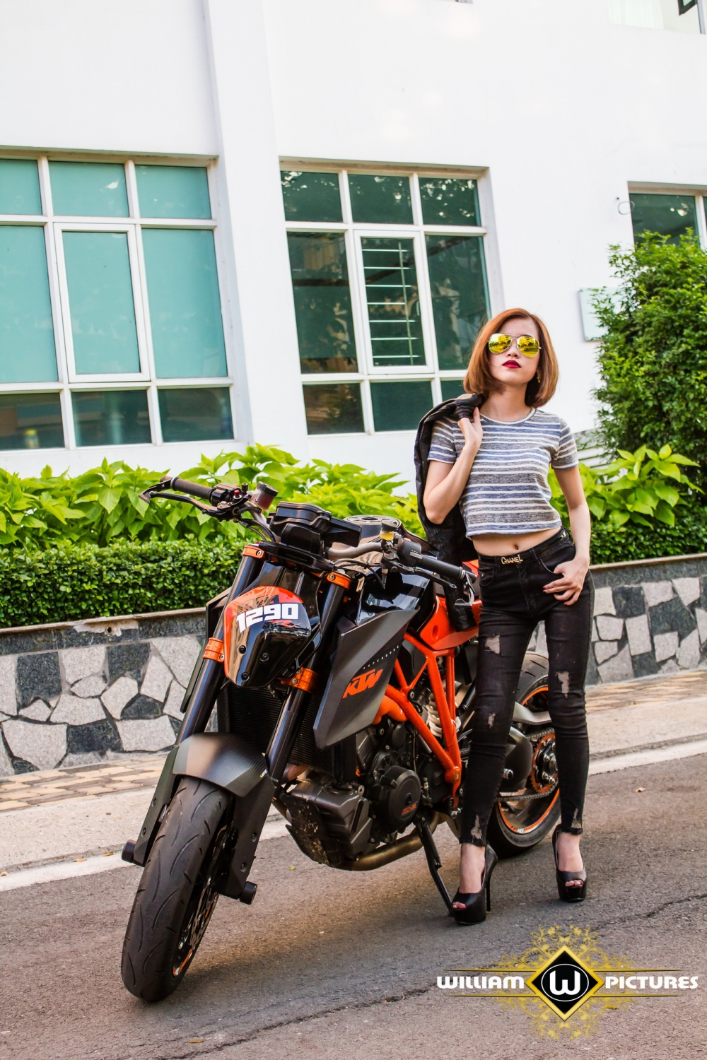 KTM 1290 Super Duke code but gorgeous in the photos R Angels & Demons - LovelyMotor