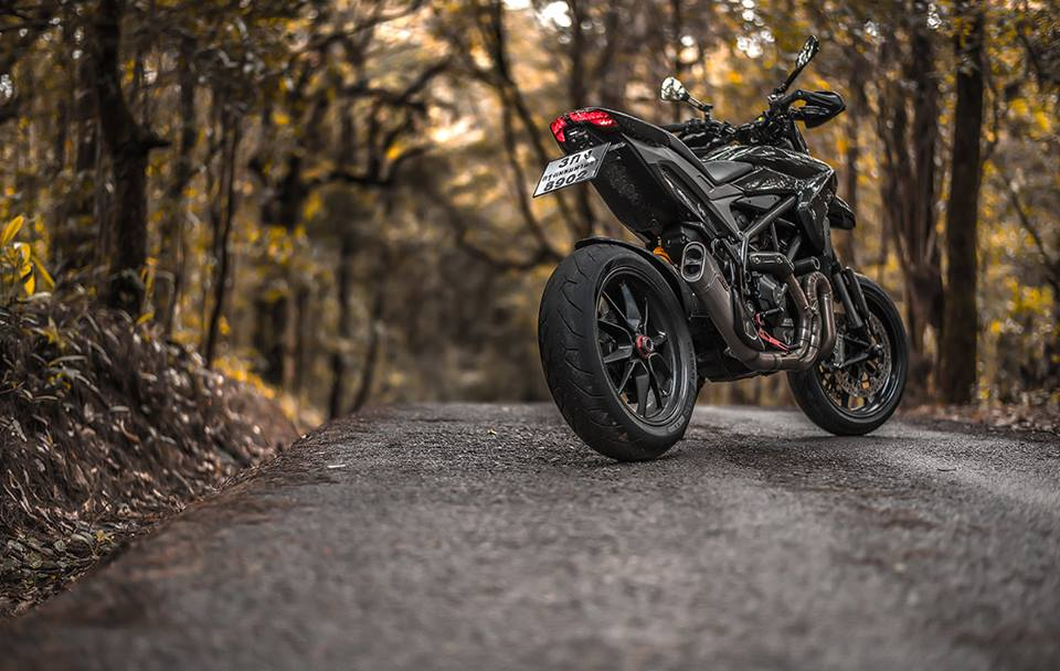 Ve dep hut hon cua Ducati Hypermotard do full carbon tai Thai Lan