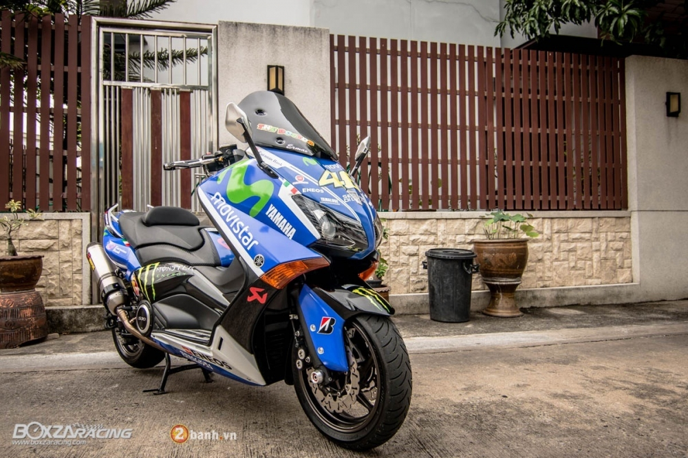 Yamaha TMax dam chat the thao trong bo canh Movistar - 4
