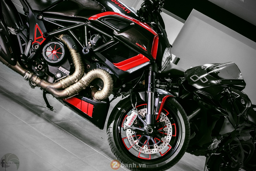 Ducati Diavel phien ban Candy Red tu Showroom H2 Decal - 15