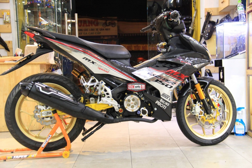 Exciter 150 do khung trong bo canh Carbon cung dan chan R3 - 2