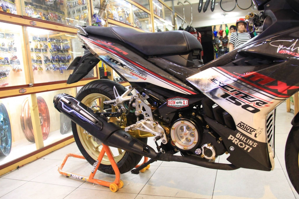 Exciter 150 do khung trong bo canh Carbon cung dan chan R3 - 7