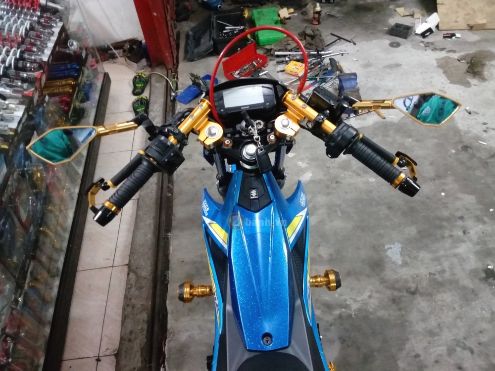 Satria F150 Fi do lung linh voi rat nhieu do choi chat - 2
