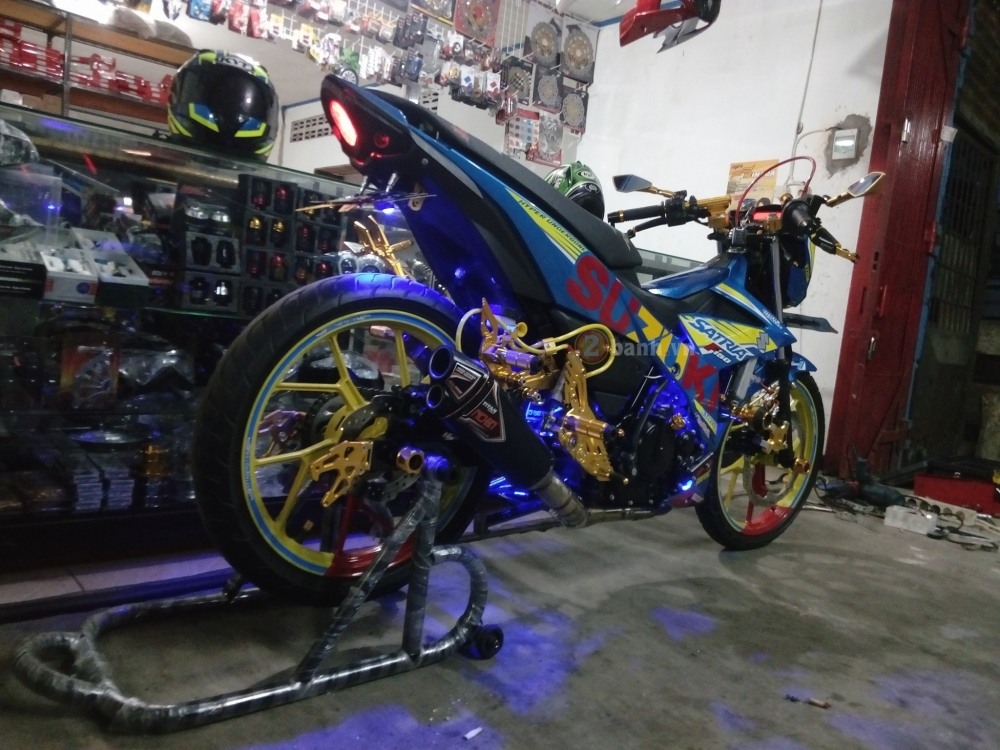 Satria F150 Fi do lung linh voi rat nhieu do choi chat - 6