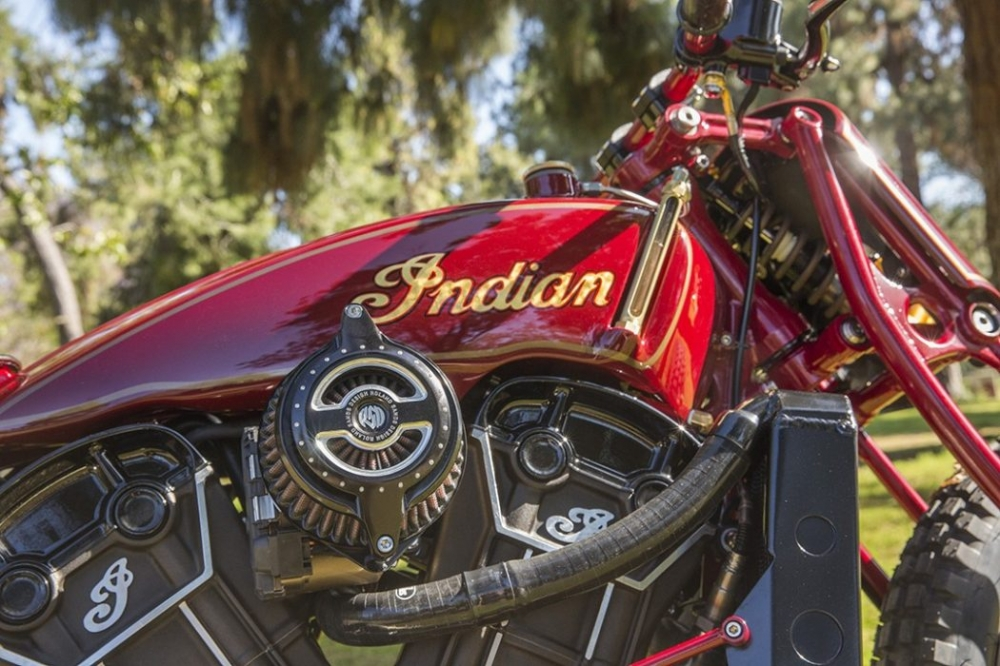 Sieu pham Indian Scout trong ban do kich doc den tu Roland Sands - 3