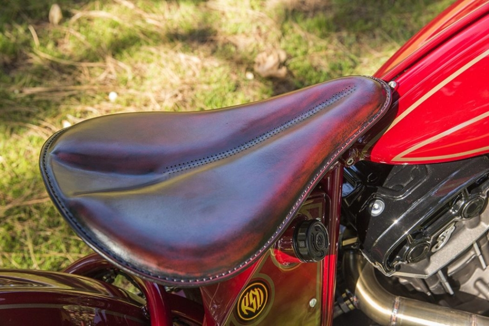 Sieu pham Indian Scout trong ban do kich doc den tu Roland Sands - 12