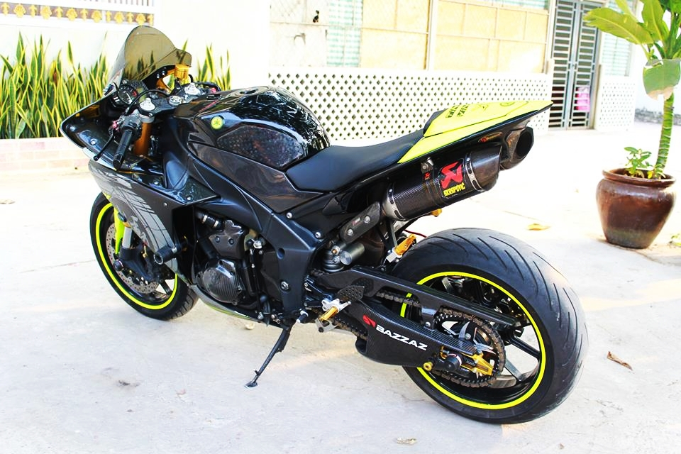 Yamaha R1 doi cu do cuc chat cua biker Sai Thanh - 4