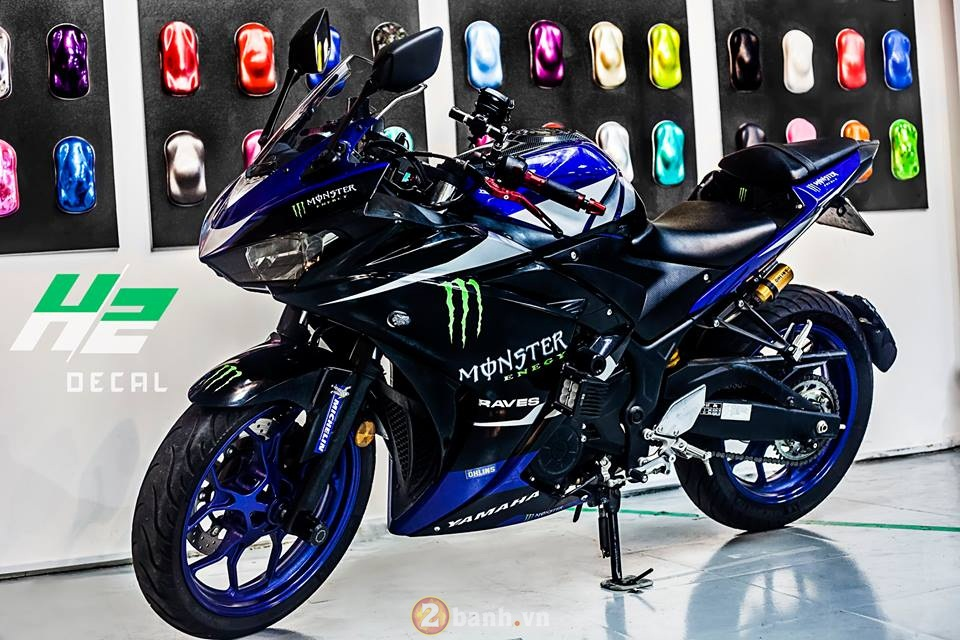 Yamaha R3 manh me trong bo ao Monster day chat choi