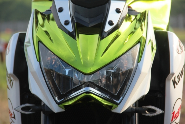 Z800 manh me noi bat voi bo canh Green Chrome - 4