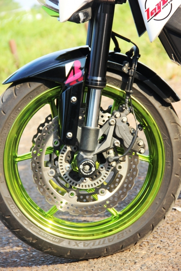 Z800 manh me noi bat voi bo canh Green Chrome - 10