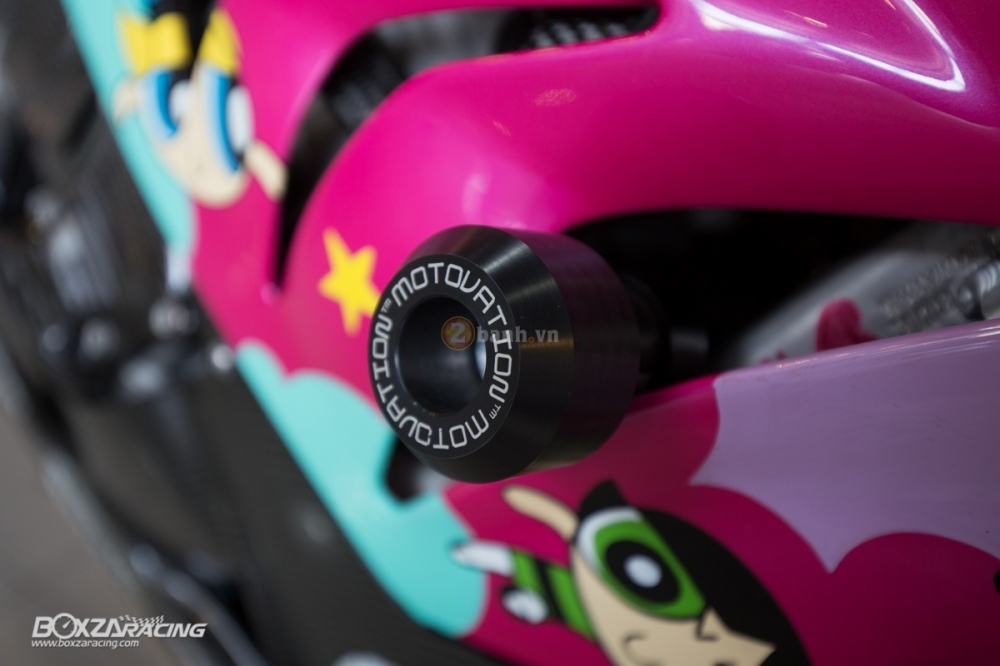 BMW S1000RR so cute voi phien ban do PowerPuff Gril tu The Ackers Racing - 16