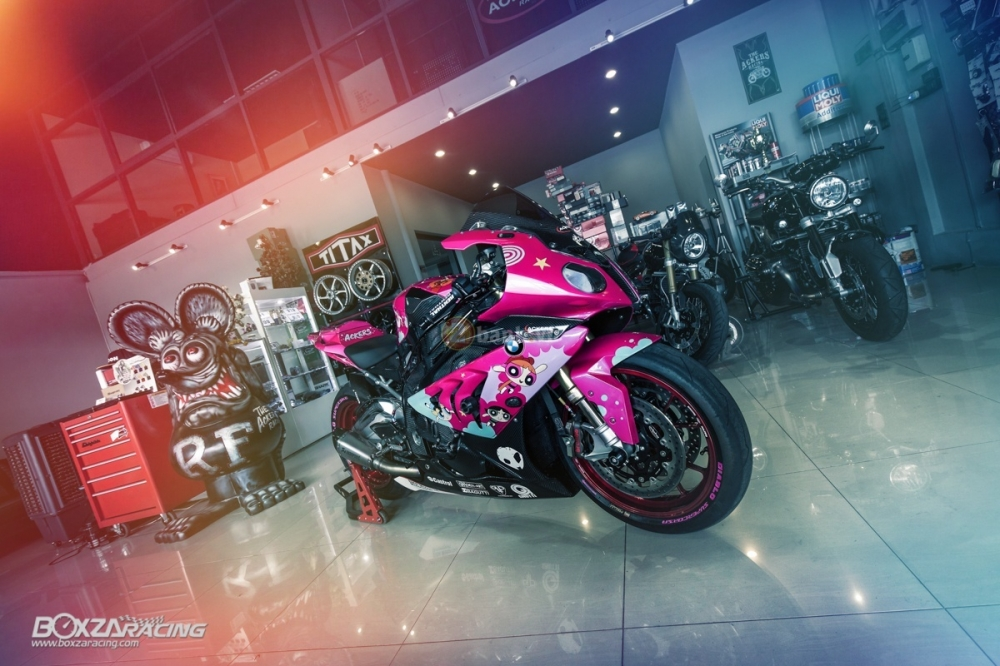 BMW S1000RR so cute voi phien ban do PowerPuff Gril tu The Ackers Racing - 30